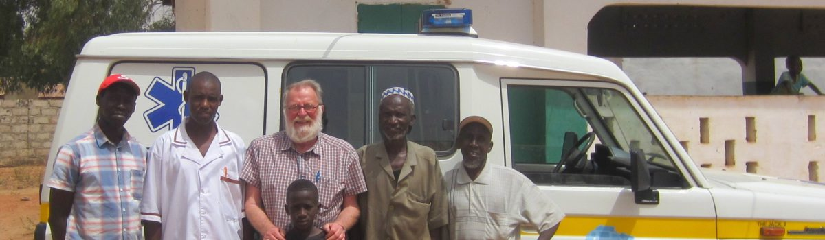 Stichting Wheels4Africa brengt ambulance vol verbandmaterialen naar Gambia
