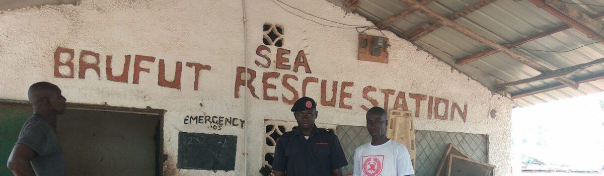Verbanddozen op hun plaats in Gambia