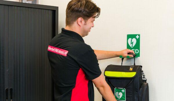 FNV: Verplicht AED voor bedrijven met 50 werknemers